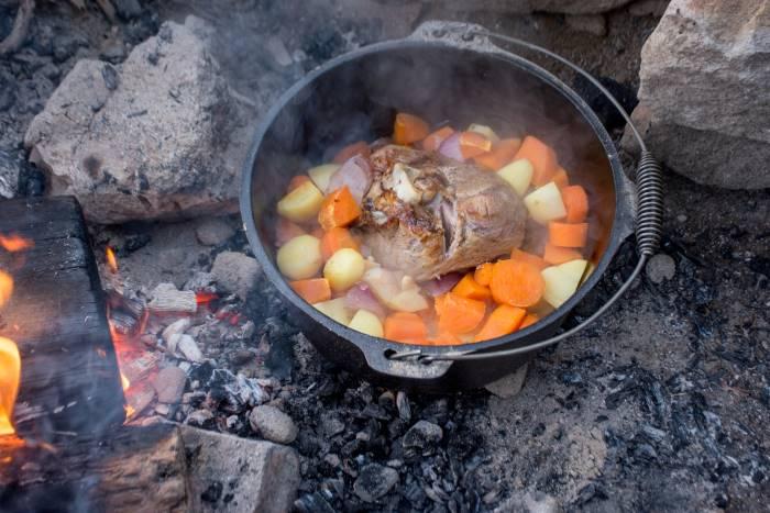 miglior forno da campeggio, il forno olandese!